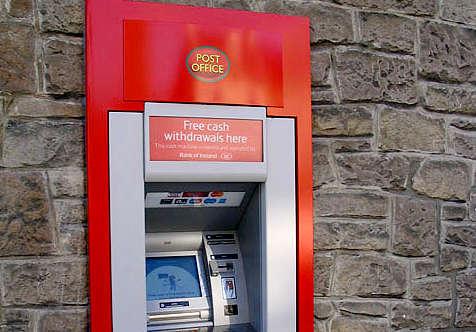 Kostenlos Geld abheben - damit wirbt dieser Automat.